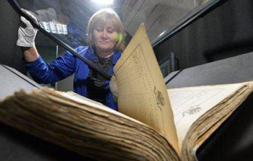 Намокшие при пожаре в Российском архиве литературы и искусства документы заморозят