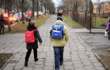 Школьные маршруты предлагают оборудовать информационными щитами с тревожной кнопкой
