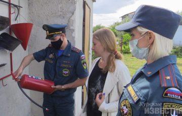 Пожарные инспекторы прошлись по дачным хозяйствам с проверкой